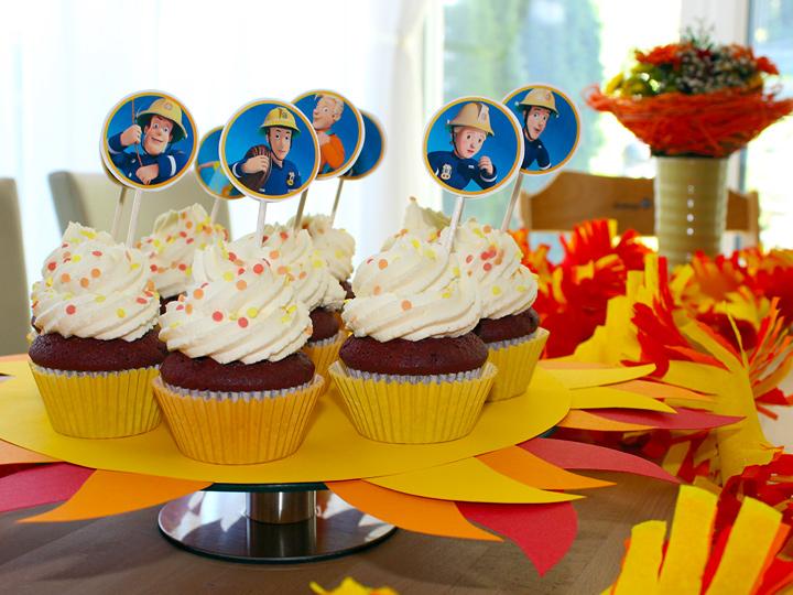 Feuerwehrmann Sam Red Velvet Cupcakes für die Feuerwehrmann Sam Birthday Party